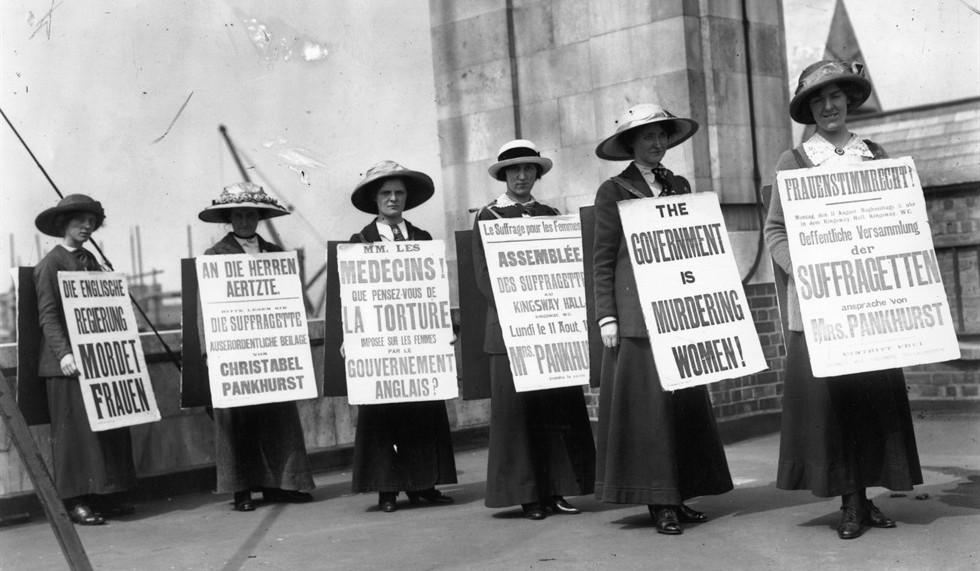 """""""Bisogna attendere il 1911, in Germania, con la settimana rossa di agitazioni femminili, perché si iniziasse a considerare l'8 marzo come giorno ufficiale dedicato alla donna."""" http://www.mensistoria.it/wordpress/?p=735"""